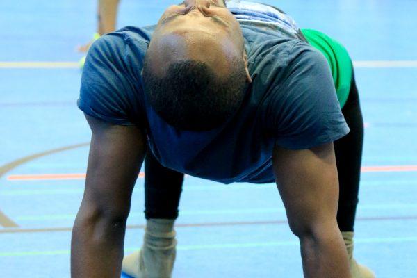 Krafttraining unter Einsatz des eigenen Körpers Foto Anicet Ngonthe