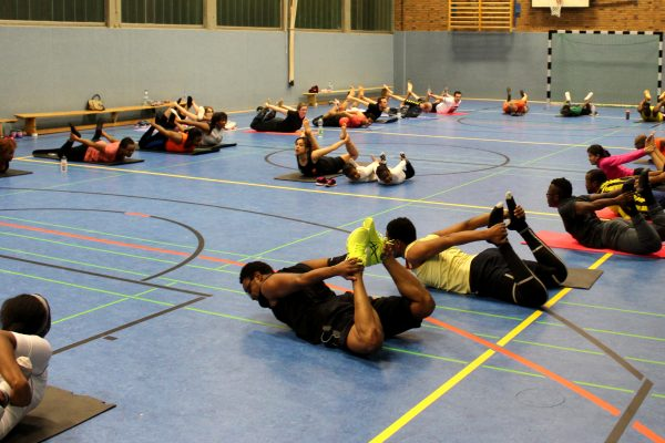 Relaxing und CoolDown bei Streching- und Entspannungsübungen Foto Anicet Ngonthe